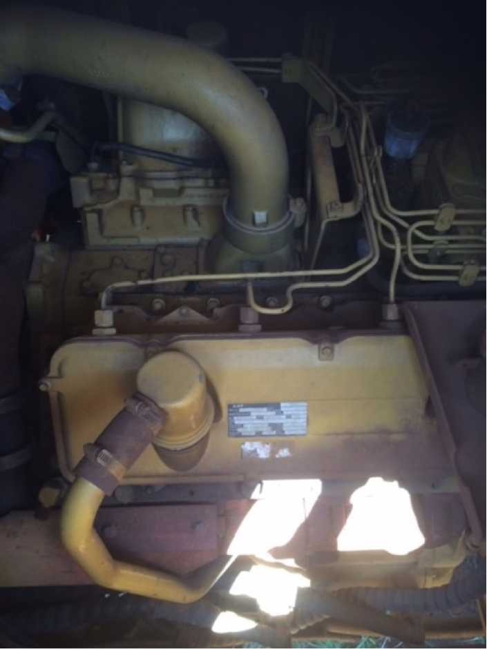 MACHINE FITTED WITH A V8 CATERPILLAR ENGINE